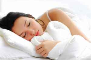 Researchers found that women whose sleep routines are more consistent have the least amount of body fat.